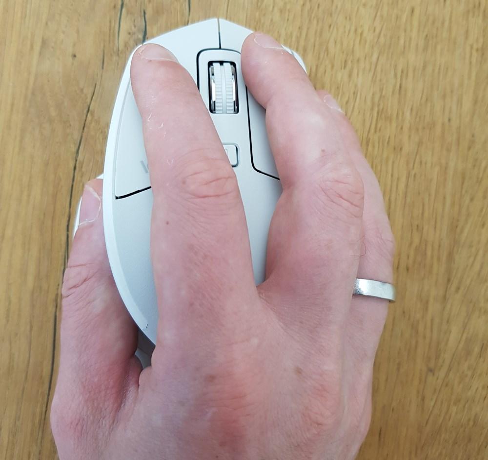 Dank des Designs bleiben die Hände in einer natürlichen Haltung.